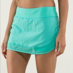 EUC lululemon. Hotty Hot skirt, 6